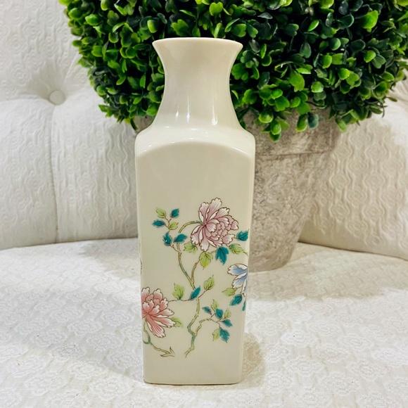 Vintage Japanese Takahashi Porcelain Bud Vase *726